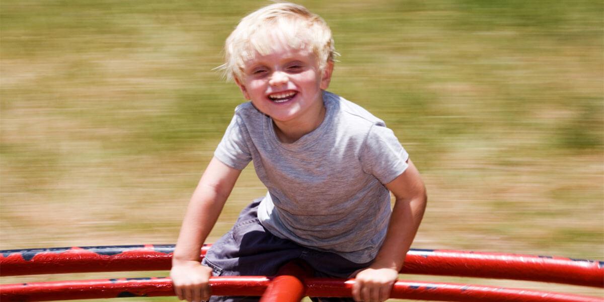 ילד מסתובב על קרוסלה - ההנאה שבסיבוב מוצרים ב-360 מעלות